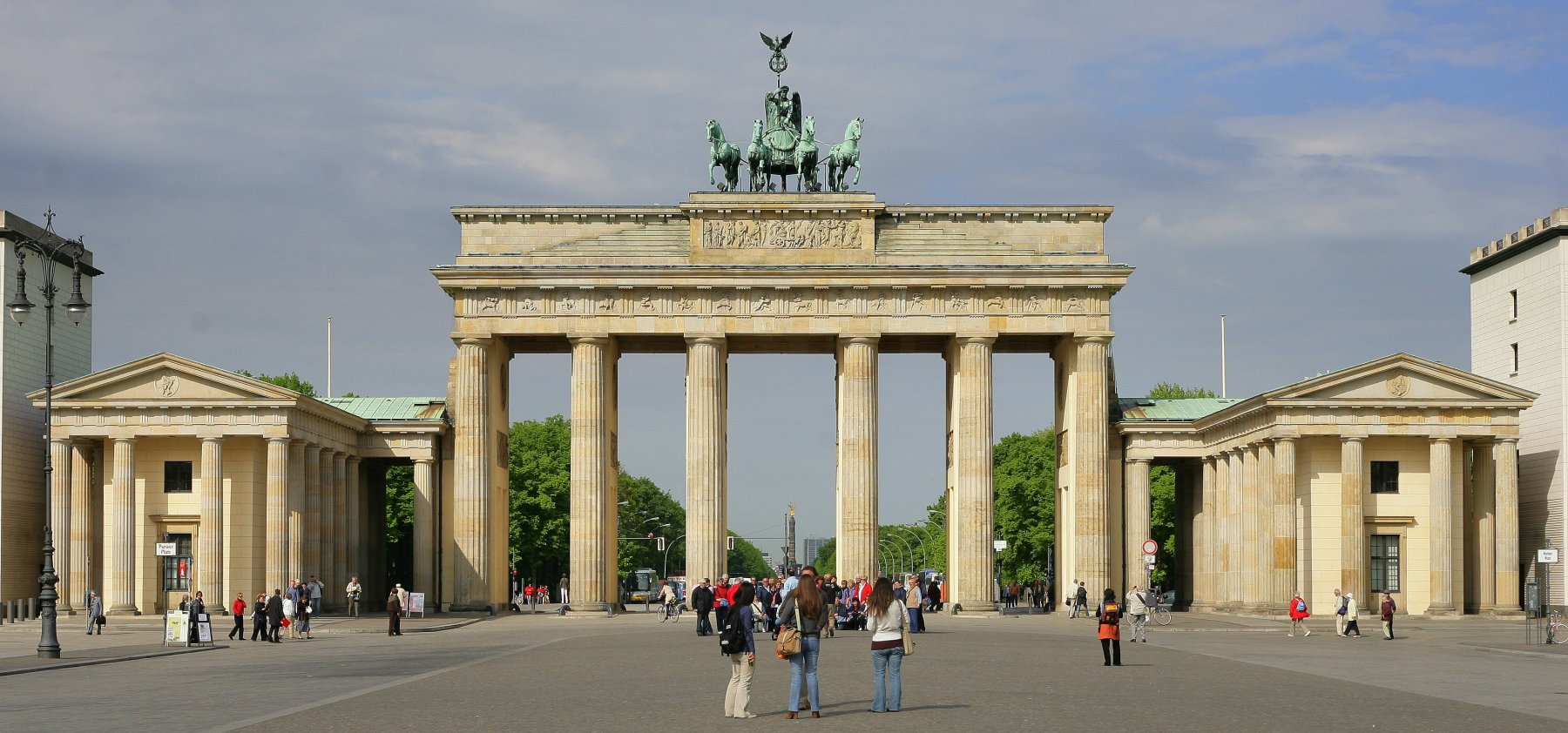 Berlin-Brandenburg_Gate_overwiev